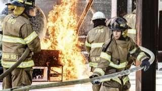 بالصور.. أول سعوديتين تعملان في إطفاء الحرائق