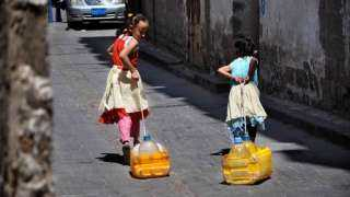 العطش يفتك بأطفال اليمن...مياه غير نظيفة وسوء تغذية وأوبئة!