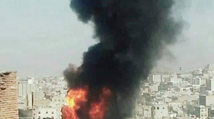 لليوم الرابع مليشيا الحشد الإصلاحية تواصل تدمير المدينة القديمة في تعز