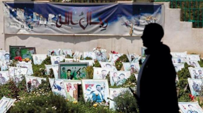 في أقل من 72 ساعة.. مليشيا الحوثي تدفن جثامين 51 من قتلاها بينهم قيادات ميدانية (أسماء)
