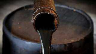 تراجع أسعار النفط اليوم الأثنين وسط مخاوف تخمة المعروض