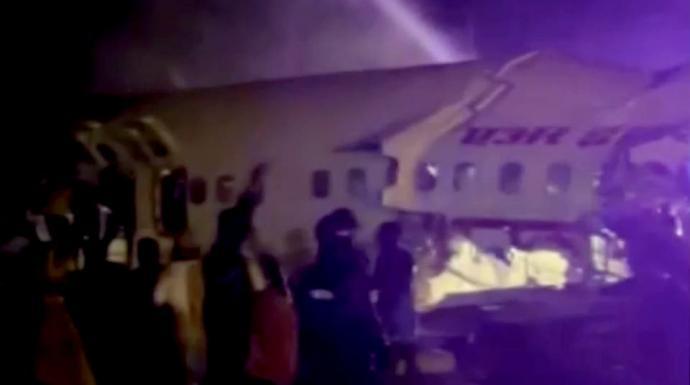 انشطرت نصفين.. تحطم طائرة هندية على متنها 191 شخصاً