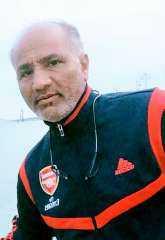 اسطورة الزمن الجميل للملاعب اليمنية الكابتن محمد راوح عرين المنتخبات الوطنية بدون تكريم اعتزال